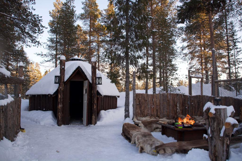 tailor made tours, Husky Tours Lapland fire place